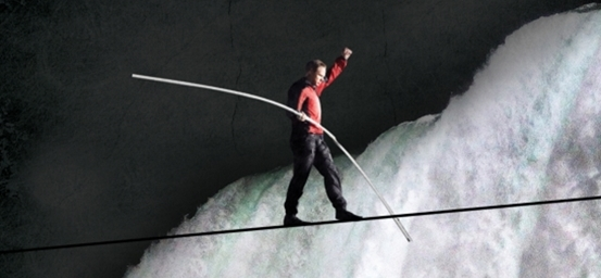 Nik Wallenda tightrope walk across Niagra Falls